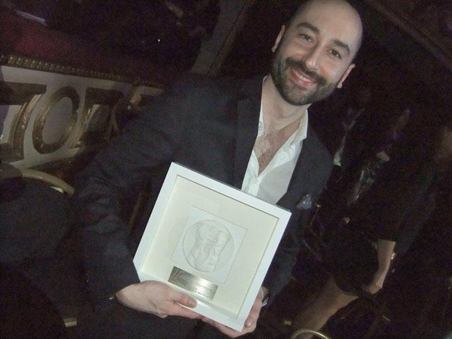 Javier Martinez Madrid, Premio Shangay 2011 por 'La muerte no huele a nada'